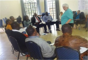Des participants attentifs à la formatrice Johanna Mc Gregory.