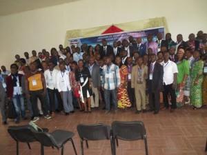 Anciens étudiants de l'ULPGL en conférence.