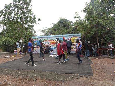 Des jeunes se produisent à l'ULPGL à l'occasion de la journée mondiale de la paix.