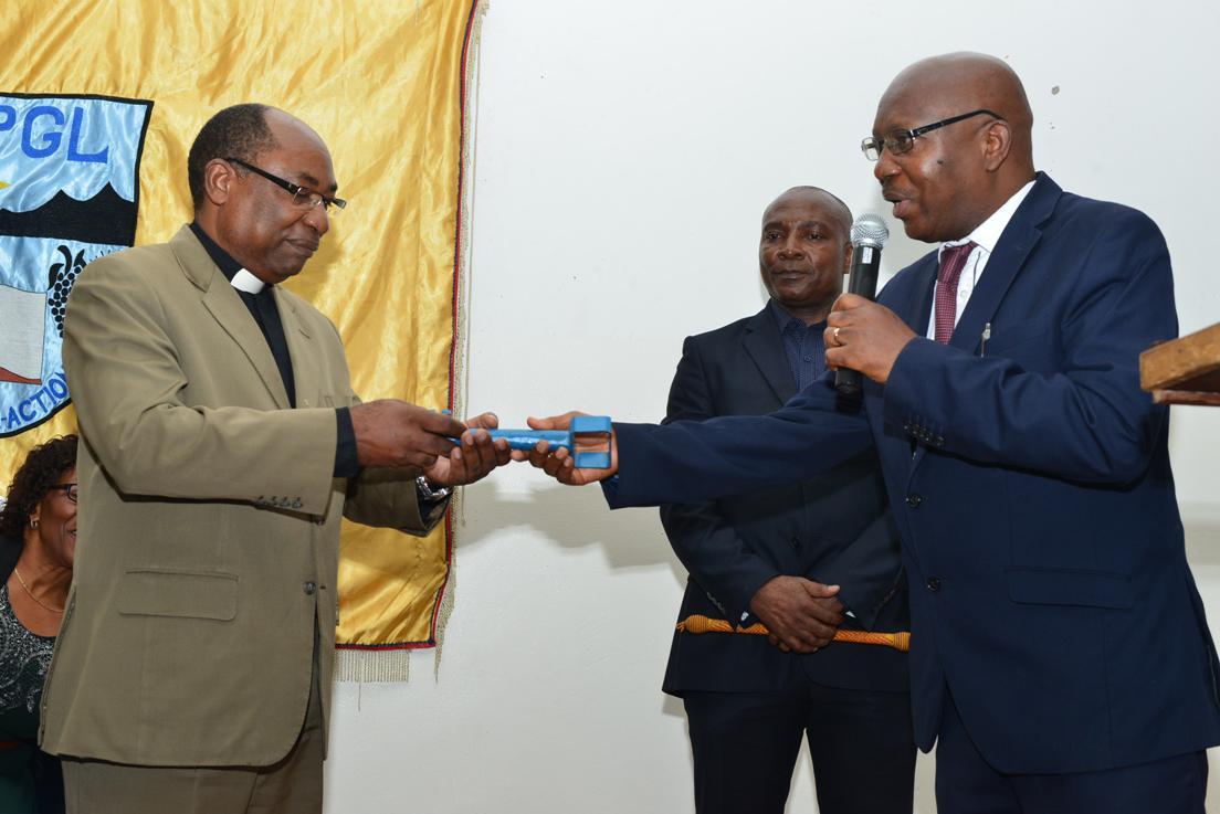 Rev. Dr. Molo reçoit la clé du pouvoir